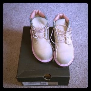 Toddler sz 9 Timberland boots. Shows wear